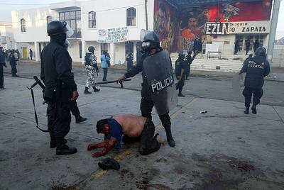 http://zapateando.files.wordpress.com/2008/08/represion_atenco_7.jpg