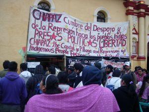 Transmisión de radio en vivo desde el plantón que sostienen  los familiares de presos políticos en huelga de hambre en la Plaza de la Paz, San Cristóbal de Las Casas, Chiapas.